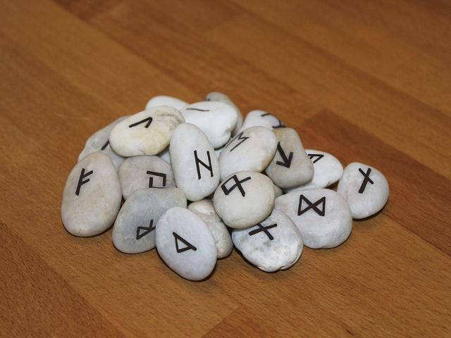 rune-stones.png